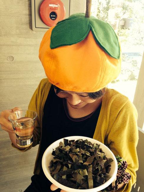 柿の葉茶と帽子の麻都香さん